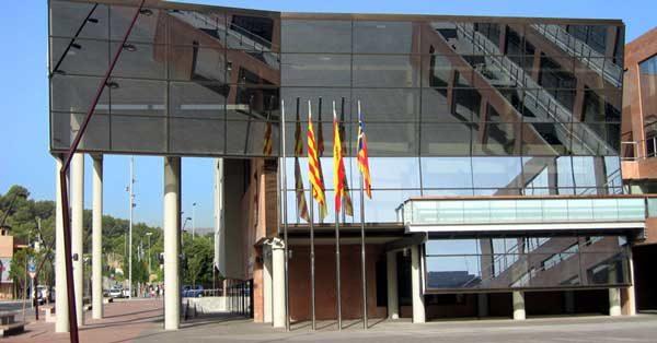 Aluminium Enclosures And Glazed Facade For The Building Designed By Albert Viaplana
