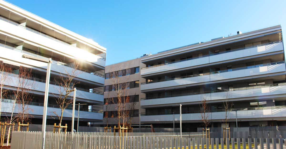Aluminium enclosures for the residential development at Sant Cugat del Vallès