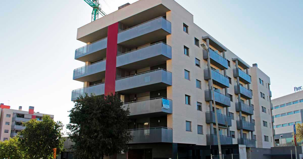 Glazed aluminium enclosures in the Sant Boi de Llobregat housing development.