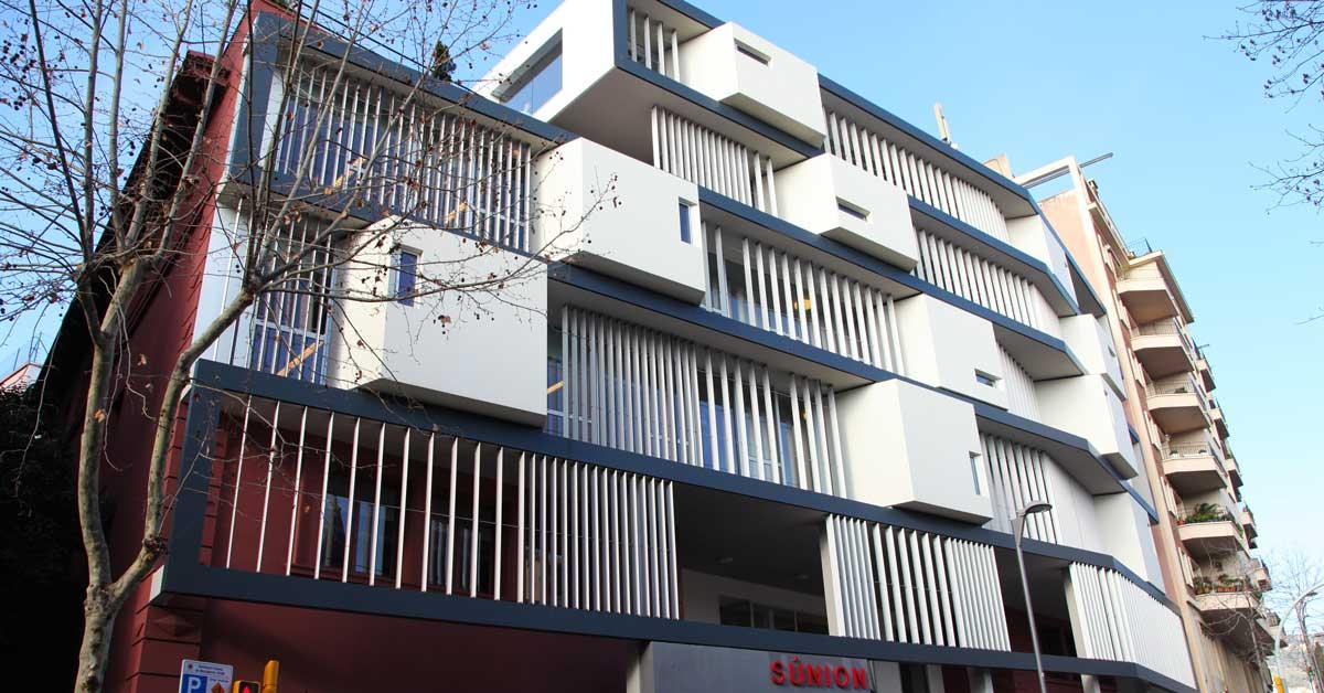 Fermetures intérieures et extérieures pour établissement scolaire à Barcelone