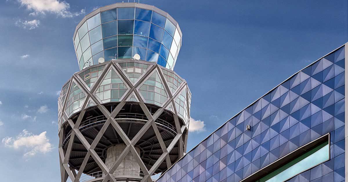 Revestiment I Treballs En Alçada En Torre De Control Aeroport Bogotá