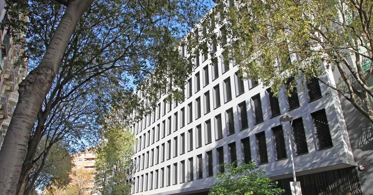 Fermetures Extérieures Pour Nouvel équipement Social à Barcelone