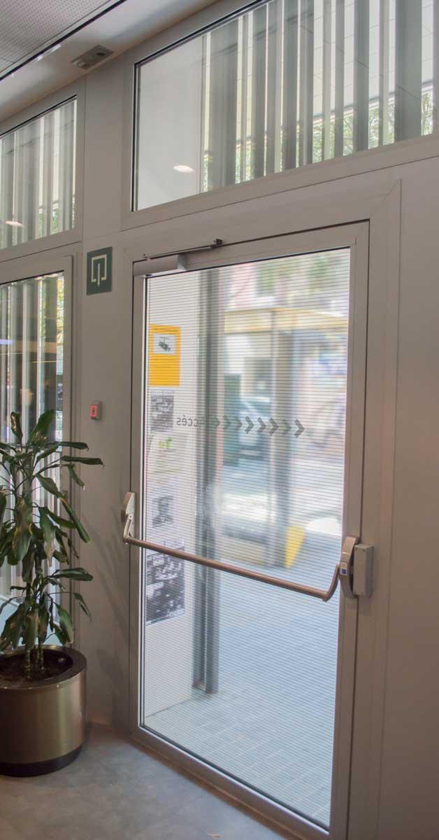 Cerramientos Exteriores Del Nuevo Equipamiento Social En Barcelona