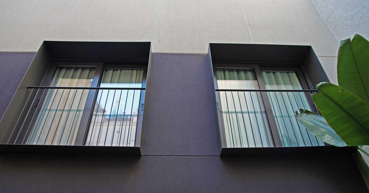 Tancaments I Façana D'hotel De 3 Estrelles I 60 Habitacions Al Centre De Barcelona