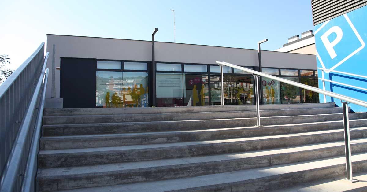 Tancaments I Vidrieres Del Mercat Municipal De La Constitució A Viladecans