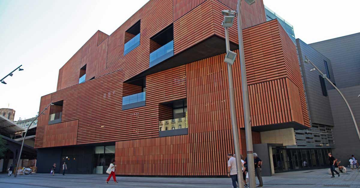 Muro Cortina Y Cerramientos Del Nuevo Edificio Del Centro De Arte Y Diseño