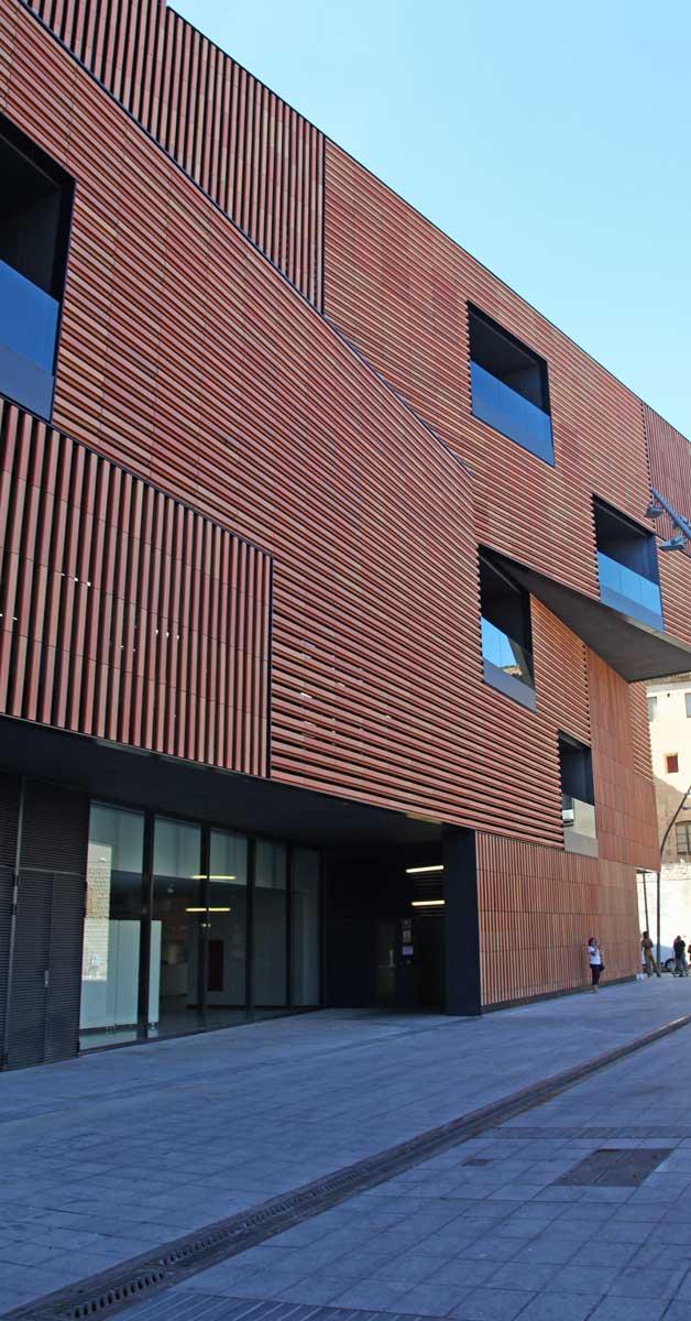 Mur Cortina I Tancaments Del Nou Edifici Del Centre D'Art I Disseny