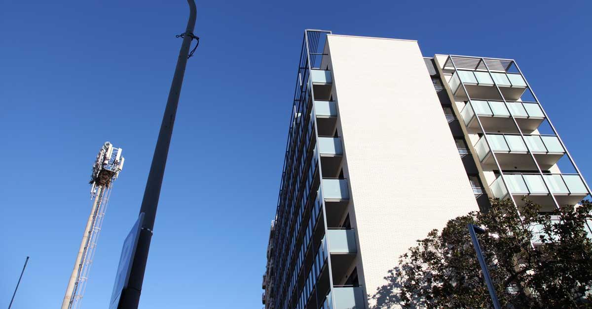 Tancaments D'alumini I Vidreper A 82 Habitatges A Barcelona