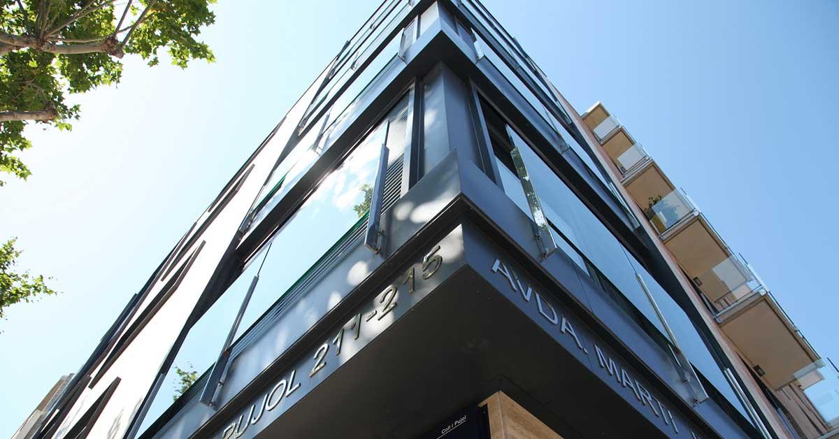 Tancaments d'alumini i vidrieria en promoció d'habitatges