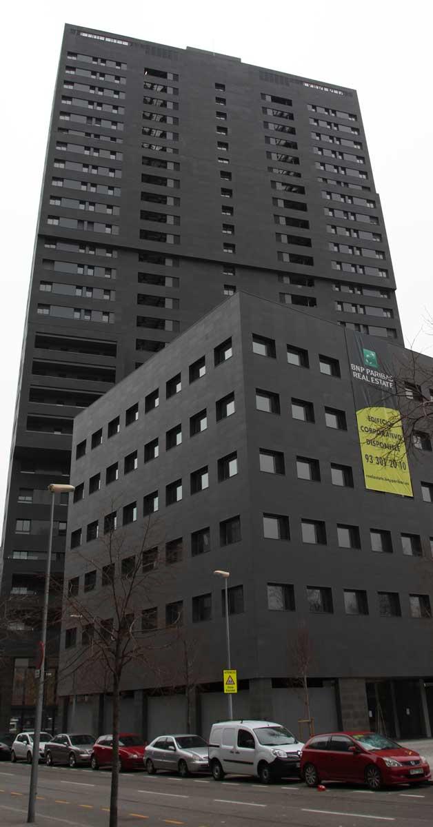 Tancaments Per A 125 Habitatges En Torre De 26 Plantes A Barcelona