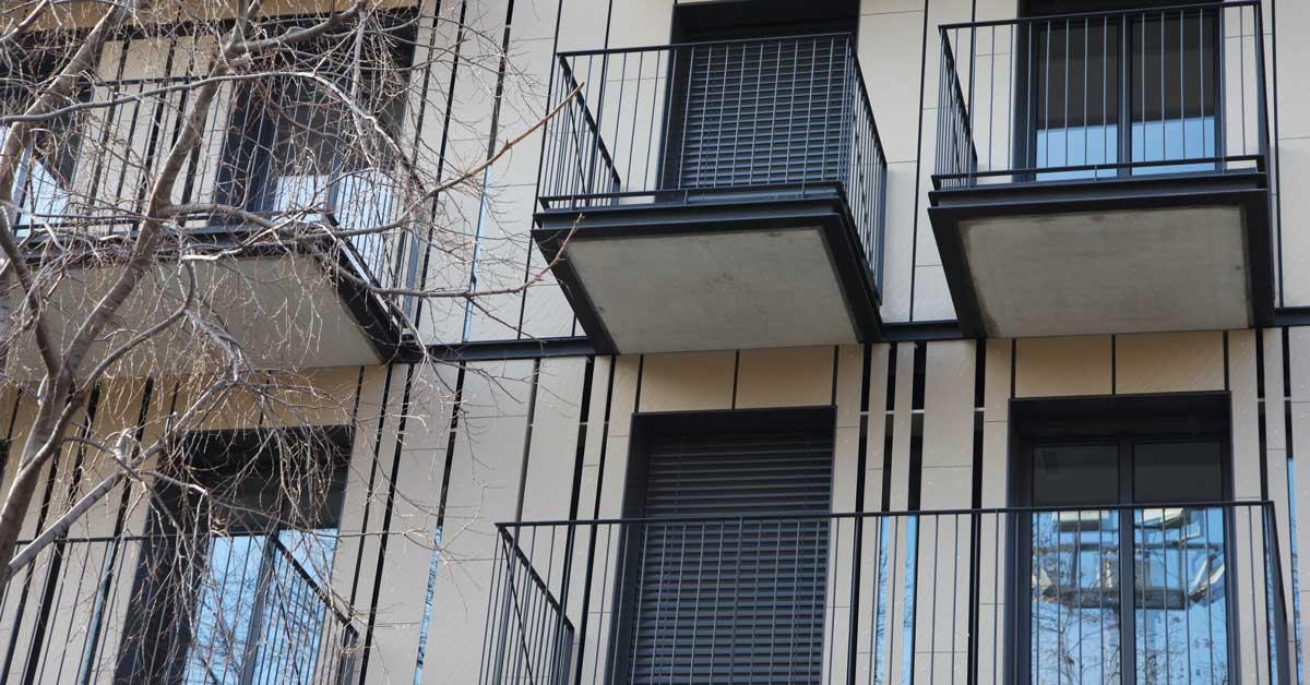 Tancaments, Persianes I Xapats En Promoció Residencial A Barcelona