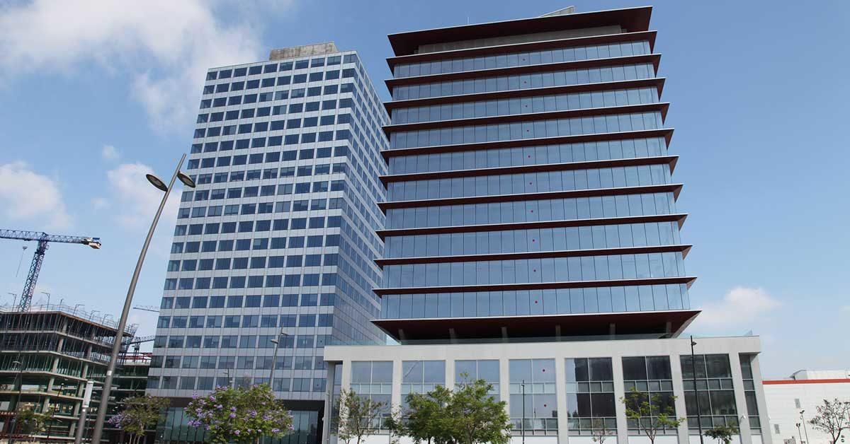 Conjunt De Façanesi Tancaments En Nou Edifici Corporatiu