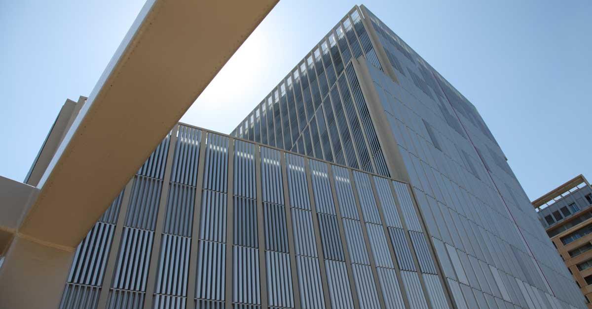10.000 Metres Quadrats De Tancaments D'alumini I Vidre