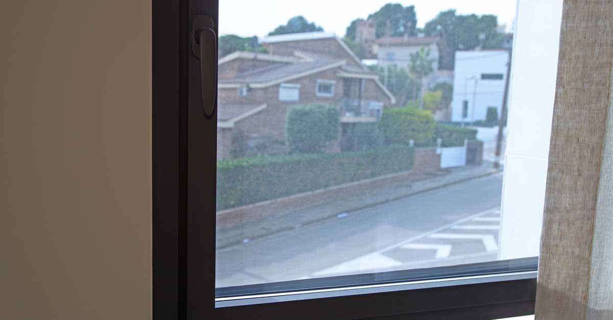 Treballs De Fusteria D'alumini I Vidre En Habitatge Residencial