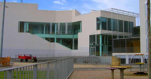 Arquitectura en aluminio y vidrio del nuevo edificio consistorial de la ciudad