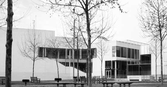 Arquitectura En Alumini I Vidre Del Nou Edifici Consistorial De La Ciutat