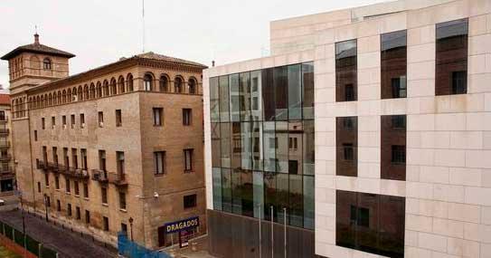 1.155 Metres Quadrats De Tancaments I Mur Cortina A Saragossa