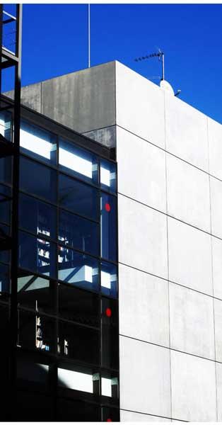 Mur Cortina I Accessos De La Nova Biblioteca De Comunicació De La URL