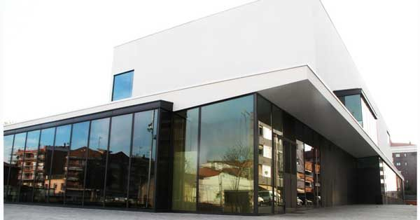 Steel Profile Enclosures And Curtain Walls For The Public Facility