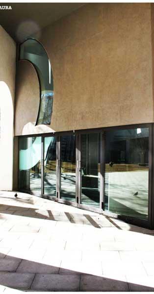 Treballs De Vidrieria, Façana I Accessos D'aquest Emblemàtic Equipament Barceloní