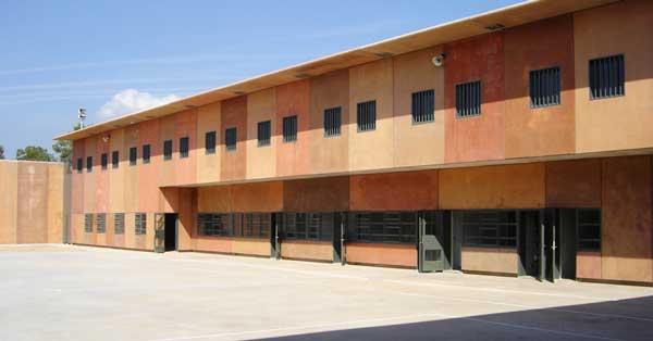 Conjunto de cerramientos interiores y exteriores del centro penitenciario de Manresa