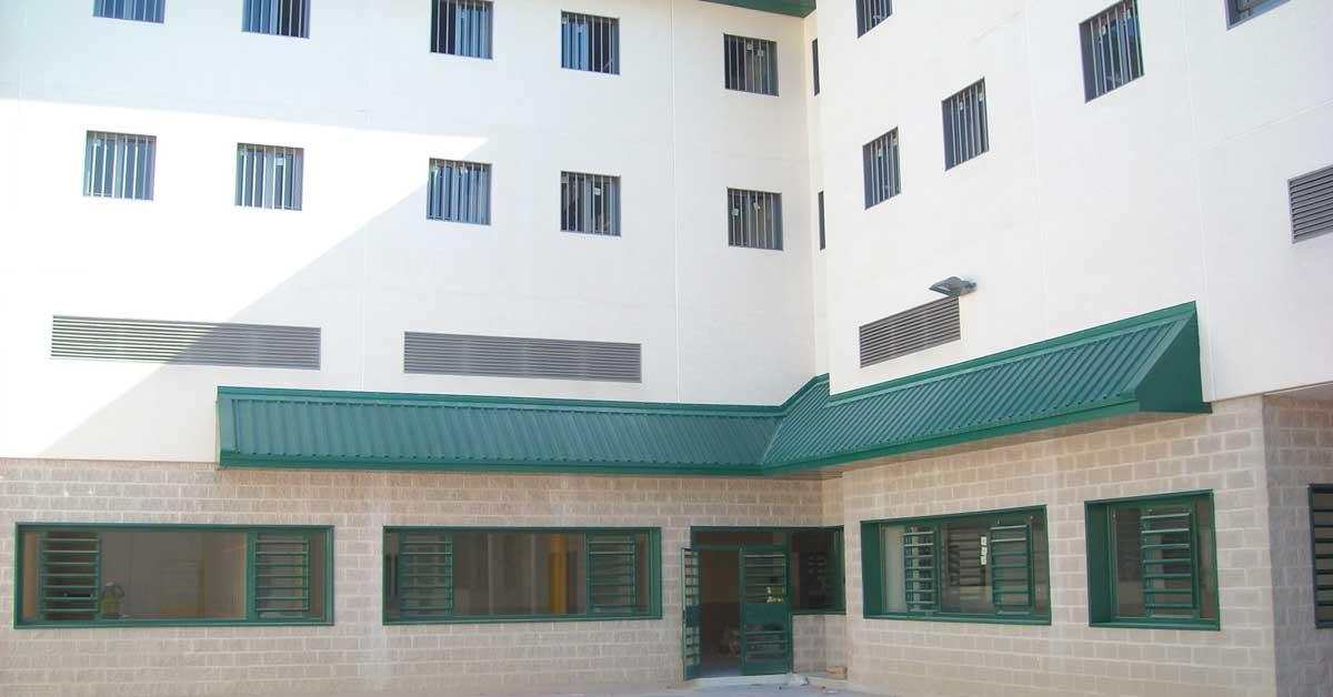 Conjunto de cerramientos interiores y exteriores del nuevo centro penitenciario de Pamplona