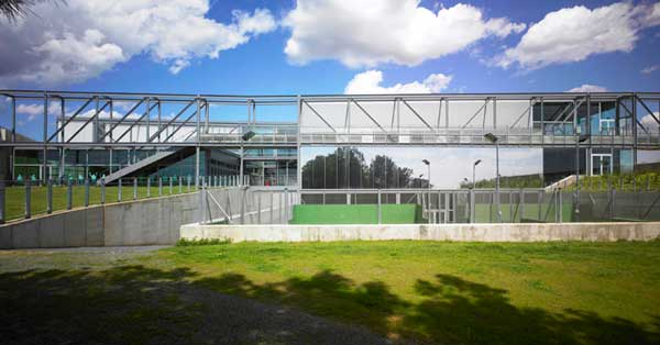 Glass and aluminium works for the municipal sports centre in the town of Sant Boi de Llobregat