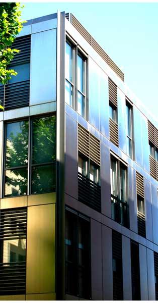 Arquitectura De La Façana I Conjunt De Tancaments D'aquest Modern Habitatge