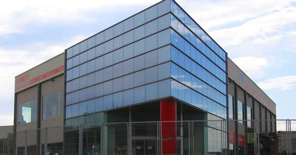Aluminium And Glass Facade And Enclosures For The Head Office In Vilanova I La Geltrú