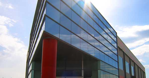 Façana I Tancaments En Alumini I Vidre De La Seu De Vilanova I La Geltrú