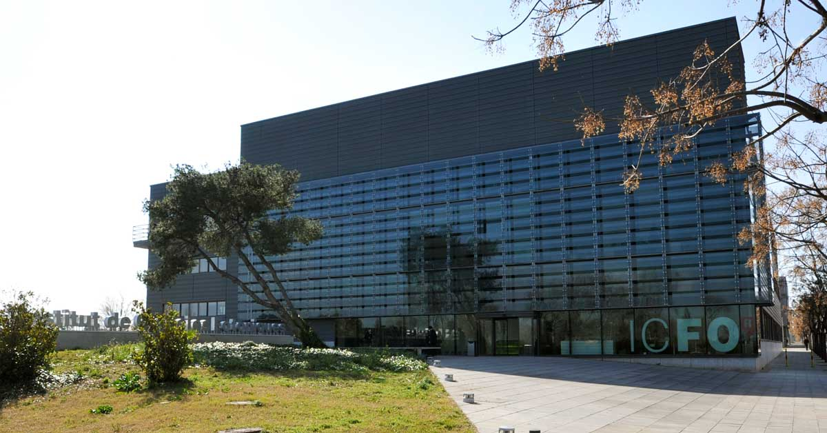 Fermetures et passerelles pour l'Institut des Sciences Photoniques dans le Campus Castelldefels