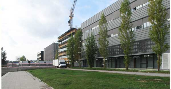 Tancaments I Passarel·la De L'Institut De Ciències Fotòniques Al Campus Castelldefels