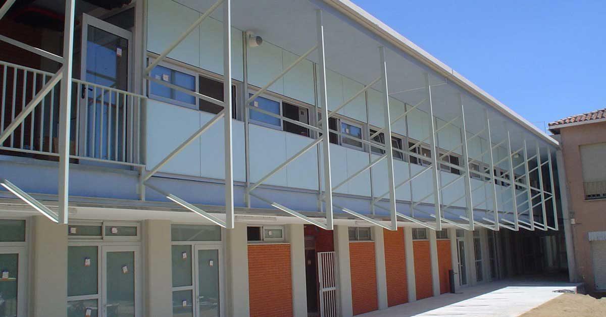 Menuiserie En Aluminium Pour La Deuxième Phase De Construction D'une école à Llinars Del Vallès