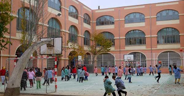 Fermetures dans rénovation de couvent du XIXème siècle pour accueillir une école publique à Valls
