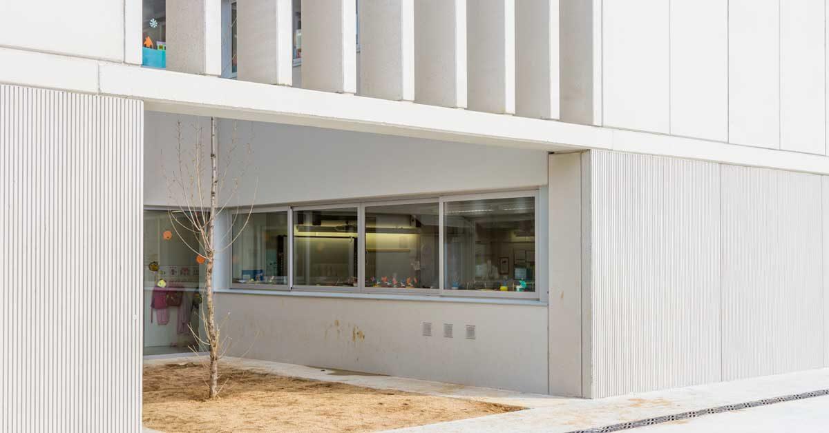 Fabrication Et Installation Des Fermetures Du Nouvel établissement Scolaire De Mataró