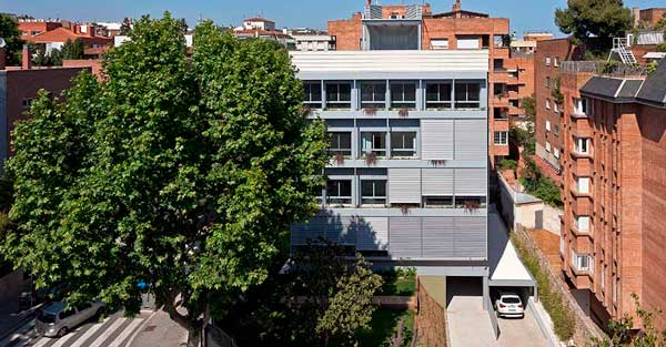 Enclosures for highly energy efficient residences in Barcelona