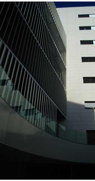 Conjunt De Tancaments, Treballs En Xapa I Folrats D'aquest Centre Hospitalari