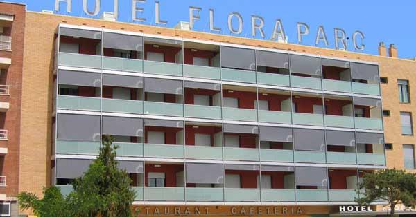 Rehabilitación integral en aluminio y vidrio de este equipamiento hotelero