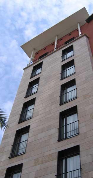 Arquitectura En Alumini I Vidre En Aquest Nou Hotel Barceloní