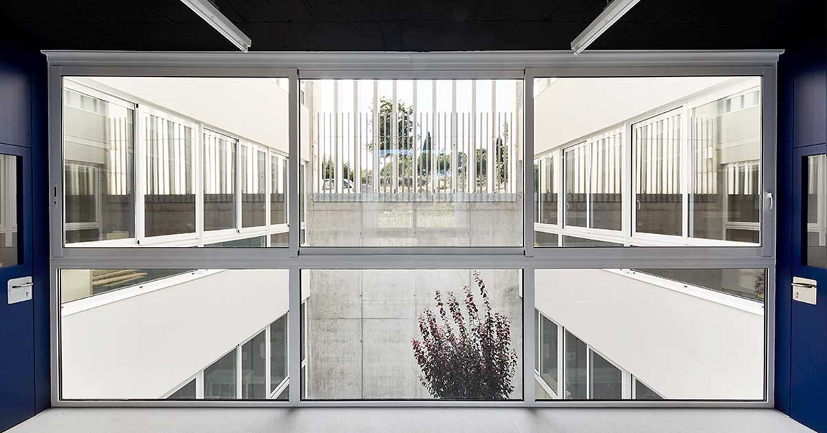 Aluminium enclosures at the new Sant Vicenç de Montalt education centre