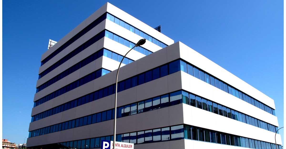 Travaux sur façade et intérieurs pour cette promotion de bureaux à Sant Just Desvern