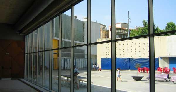 Conjunto De Cerramientos De La Nueva Piscina Del Parque De La España Industrial De Barcelona