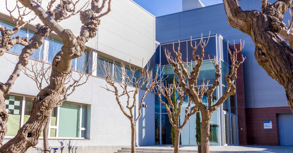 Arquitectura en aluminio y vidrio del centro municipal de deportes de Esplugues de Llobregat