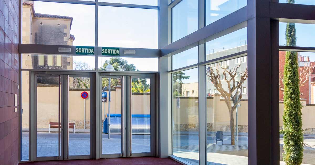 Arquitectura En Alumini I Vidre Del Centre Municipal D'esports D'Esplugues De Llobregat