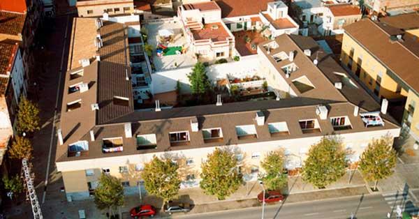 Conjunt De Treballs D'alumini I Vidre En Aquesta Nova Promoció D'habitatges De Sant Boi