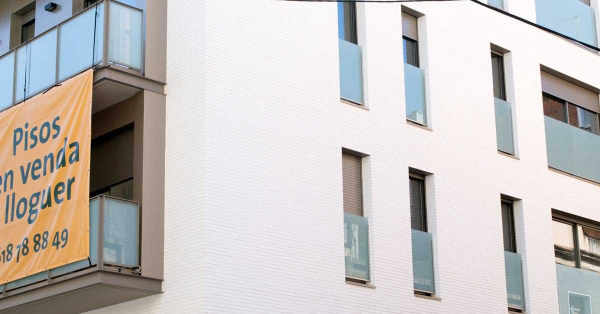 Cerramientos De Aluminio Y Vidrio En Promoción De Viviendas En Barcelona