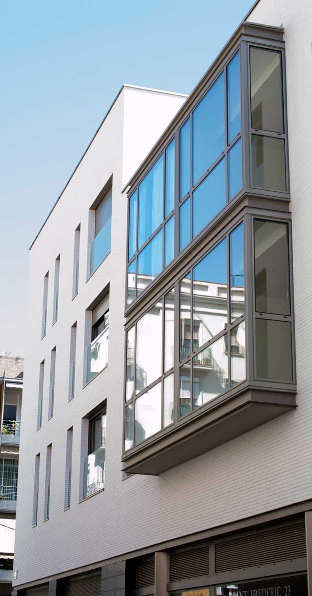 Tancaments D'alumini I Vidrieria En Promoció D'habitatges A Barcelona