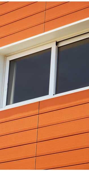 Treballs De Fusteria D'alumini En Aquest Complex D'habitatges De Castelldefels