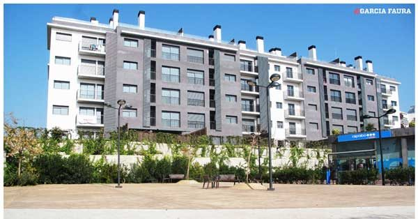 Aluminium And Glazed Enclosures For The Residential Complex In Sitges