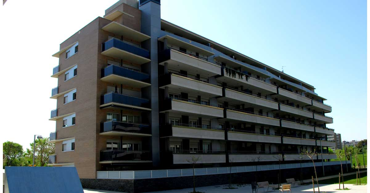 Aluminium and glass enclosures for the Sant Adrià de Besòs block
